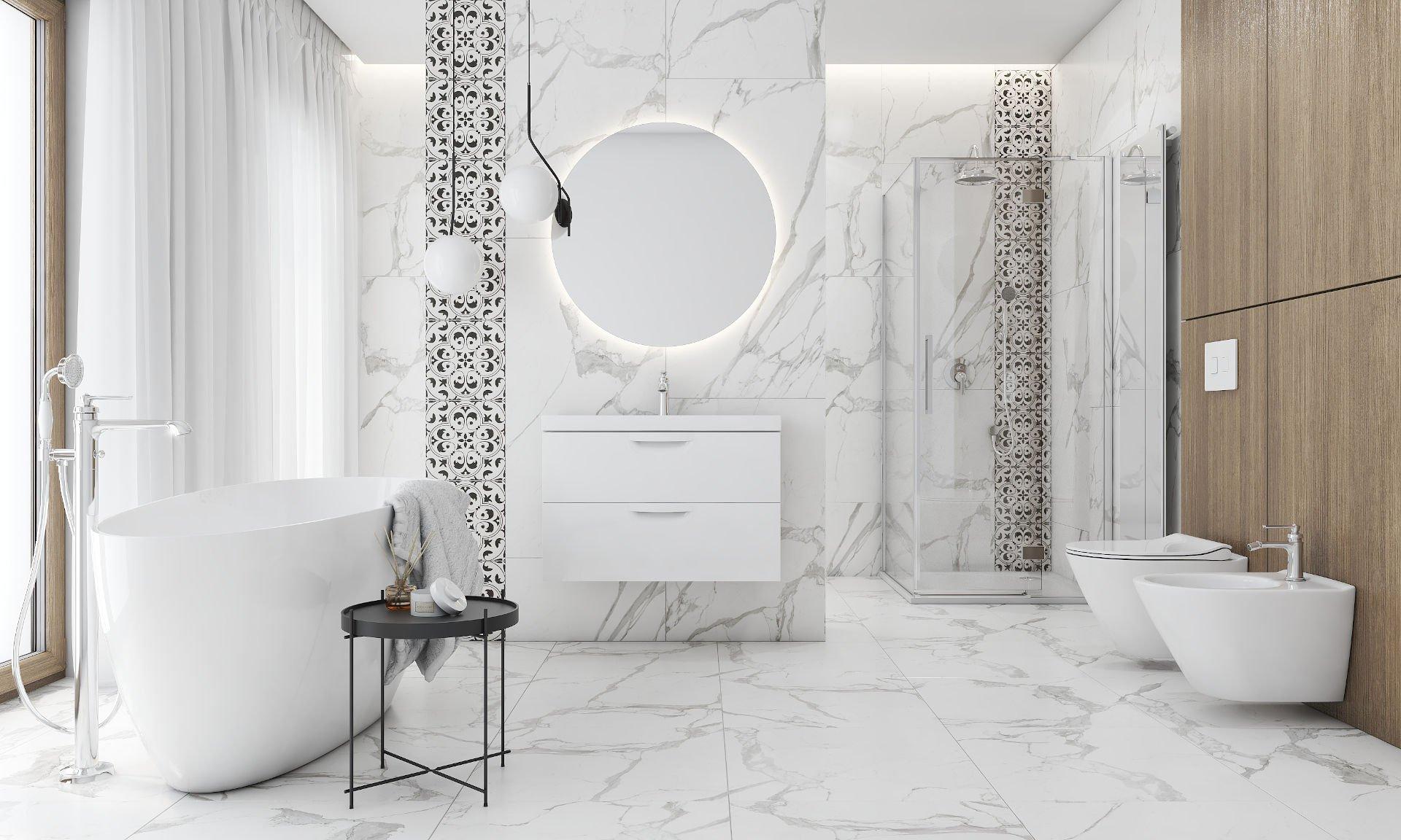Łazienka z wanną wolnostojącą i prysznicem